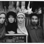 Marchand de voiles, Indonésie, Asie, clichés noir et blanc argentique, Jean-Pierre Devals