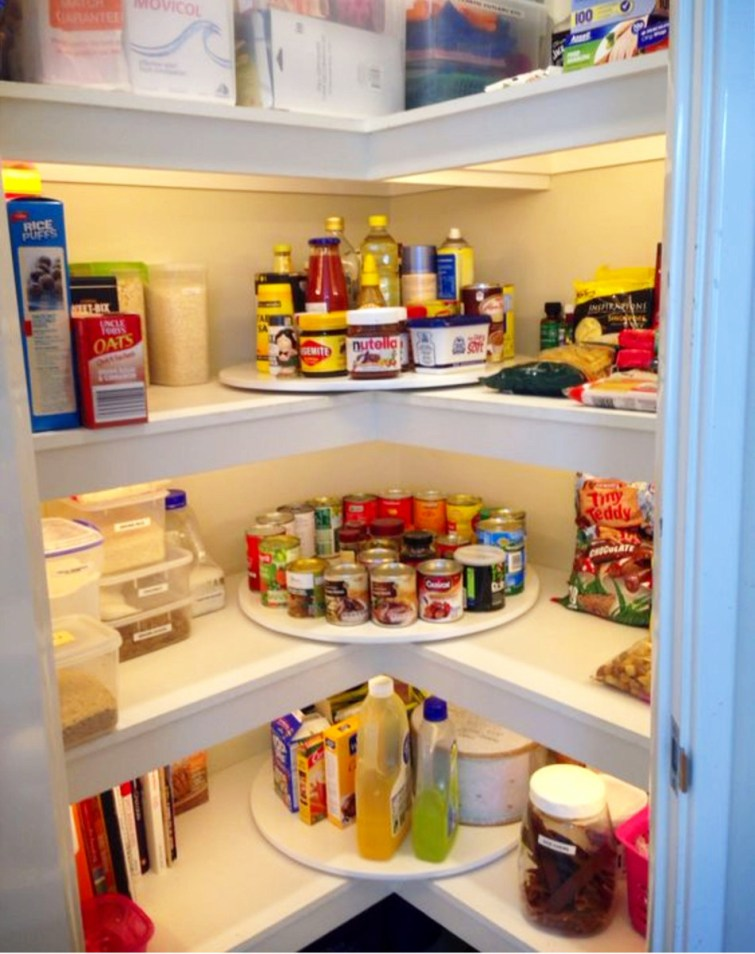 Love the idea to use a lazy susan in the corners of your pantry.  Great pantry organizing tips!