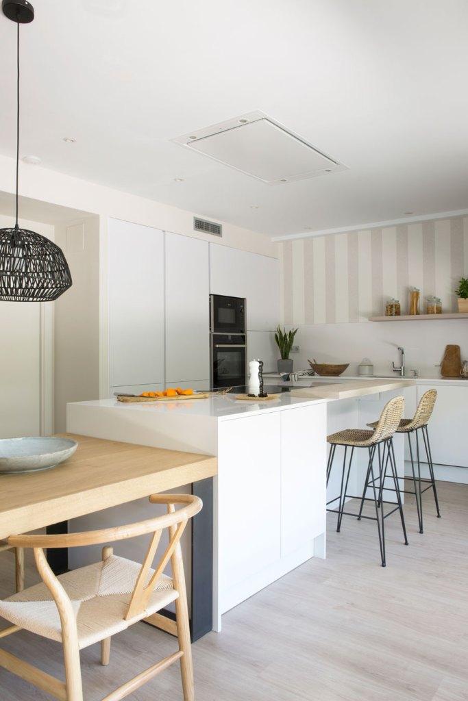 Comedor y cocina integrados en el mismo espacio