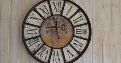 Jaki zegar ścienny wybrać do sypialni?