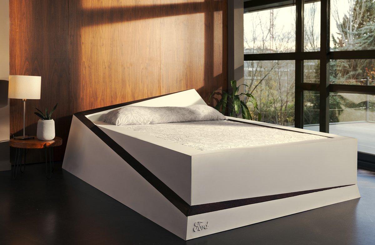 """Łóżko """"Lane Keeping Bed"""""""