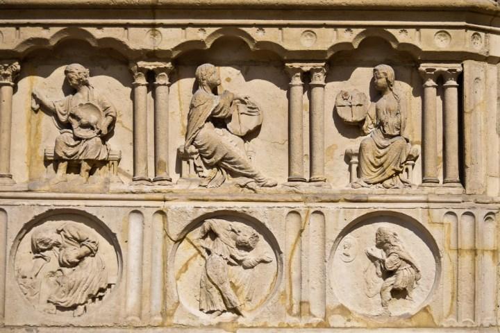 vertus et vices sur la cathédrale Notre-Dame de Paris