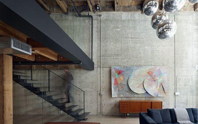 Evlerin ve binaların endüstriyel tarzda dekorasyonu