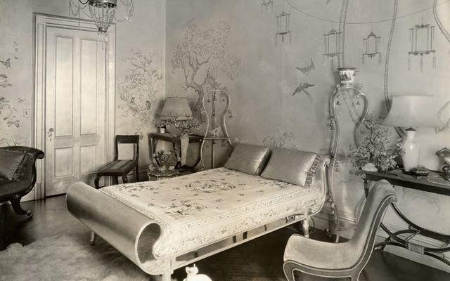 Gümüş yüzeyli evlerin dekorasyonu