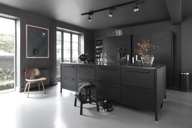 Siyah mutfak mobilyaları