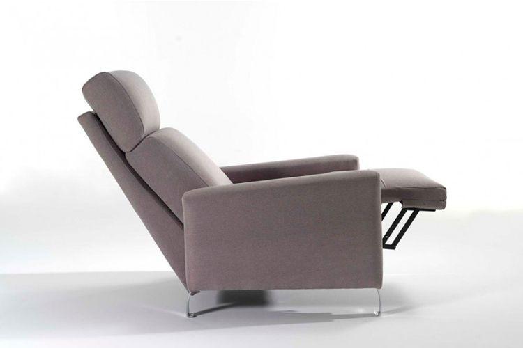 Uzanmış rahat koltuklar