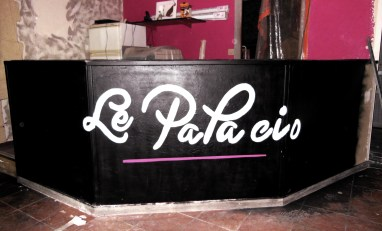 logo peint a la main