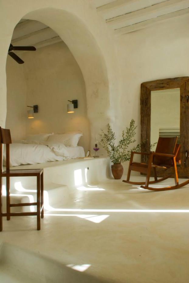 Blanco y madera en el dormitorio
