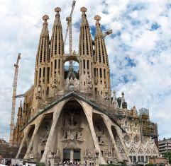 31. Templo expiatorio de la Sagrada Familia (Barcelona, España)