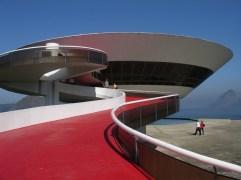9. Museo de Arte Contemporeaneo (Niteroi, Brasil)