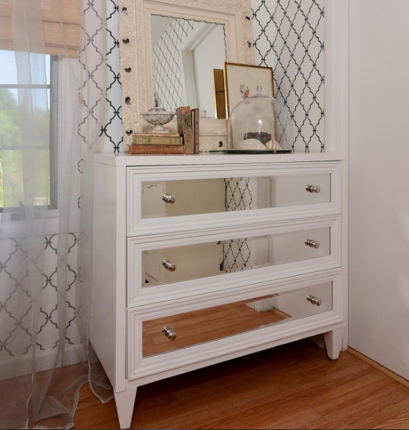 dresser ideas for small bedroom to maximize the size you've got