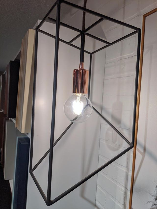 Luminaire suspendu en métal 1