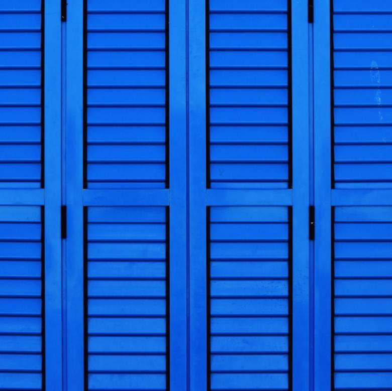 Bois peint bleu