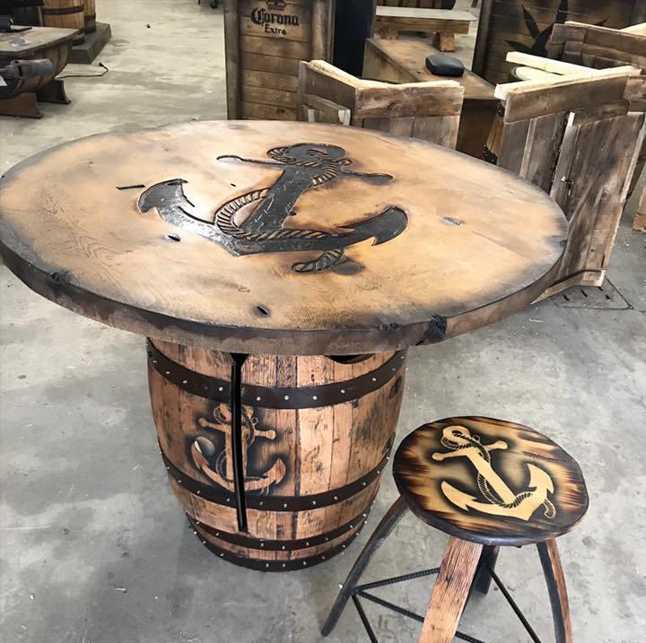 table avec baril recyclé