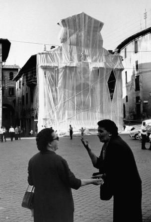 Building and fountain wrapped in plastic by sculptor Christo Javacheff. (Photo by Carlo Bavagnoli//Time Life Pictures/Getty Images)