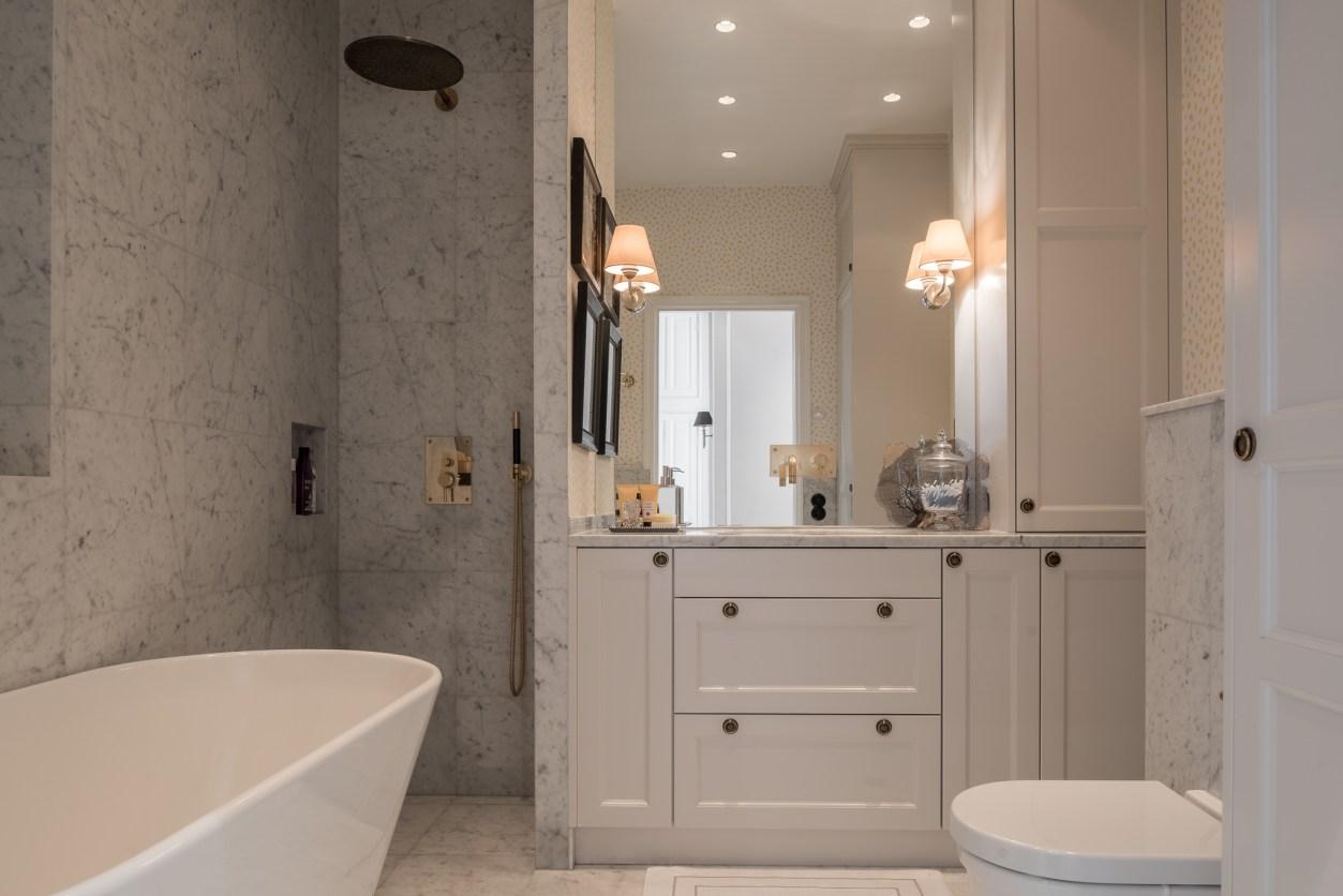 ванная комната душ мрамор