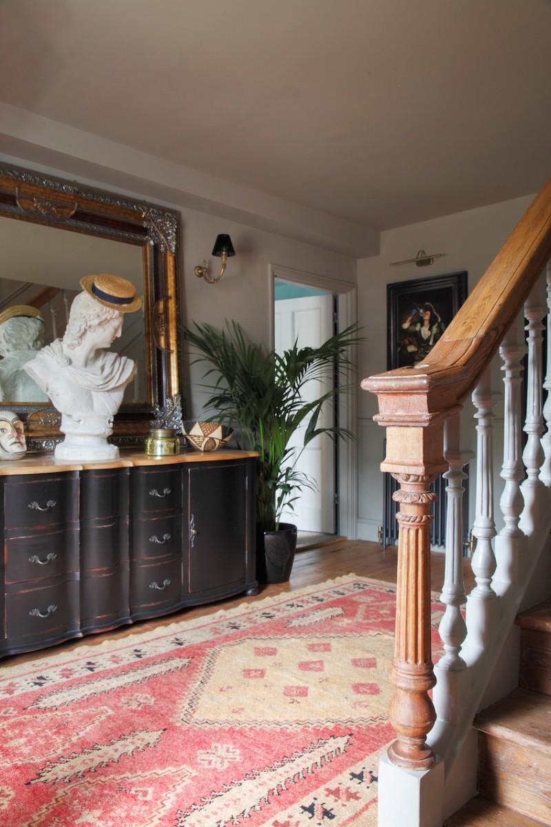 коридор с лестницей
