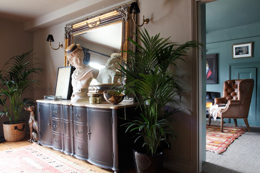 комод с зеркалом в коридоре