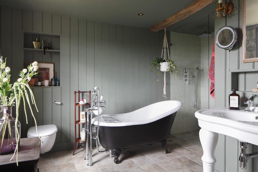 ванная комната с ванной на ножках