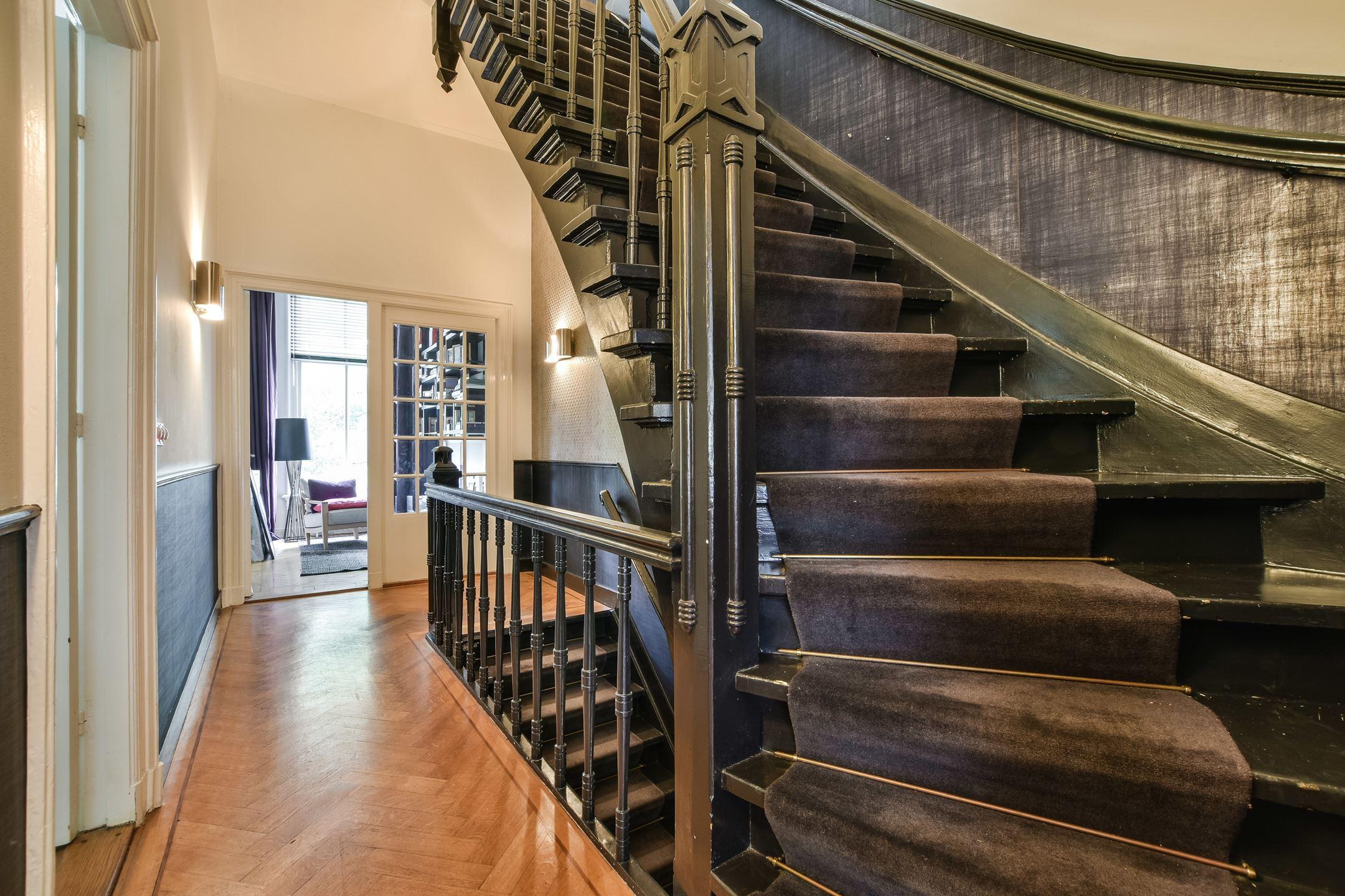 лестница в таунхаусе