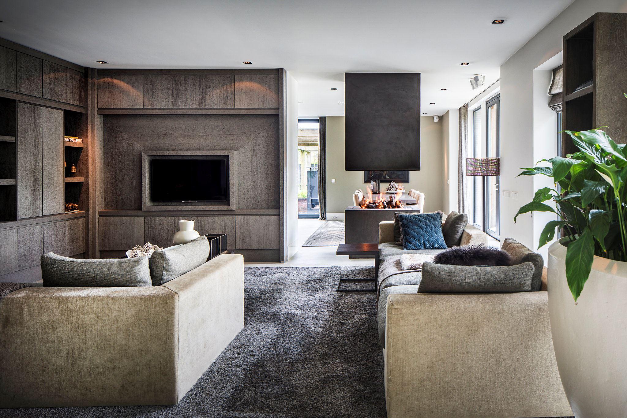 телевизор в гостиной диваны камин