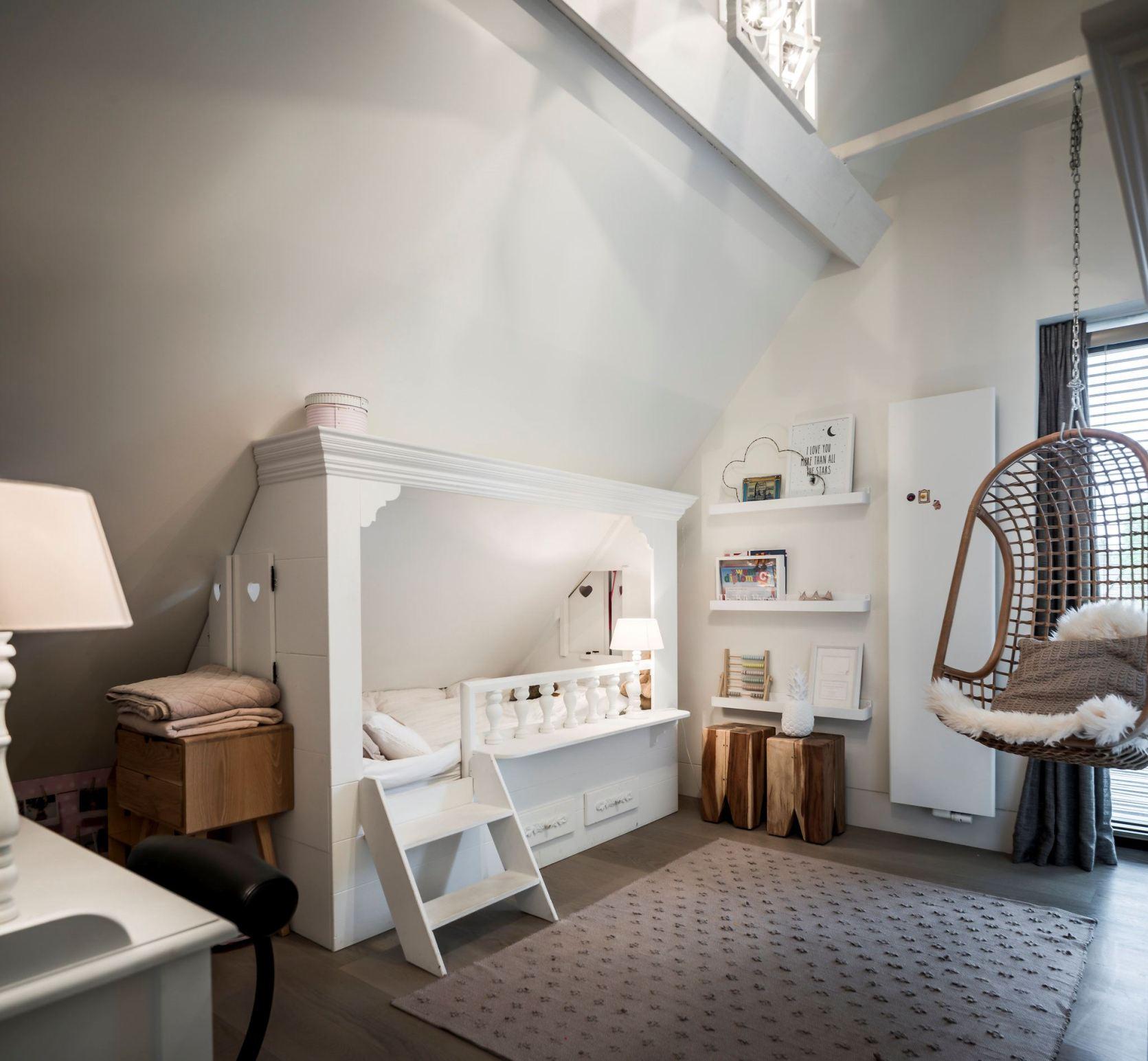 детская спальня подвесное кресло кровать с лесенкой