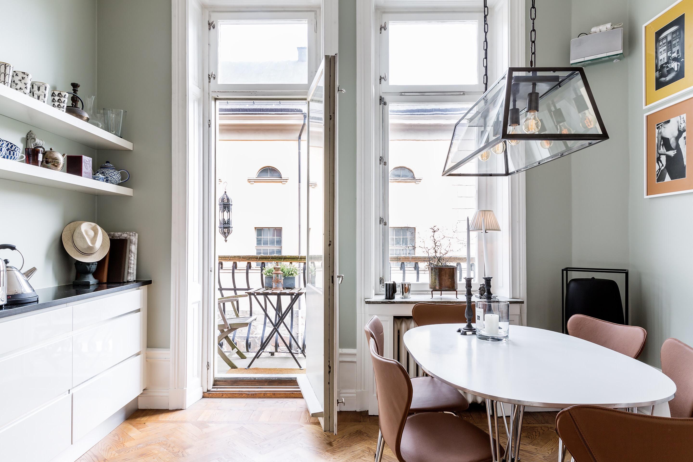 кухня лампа над столом