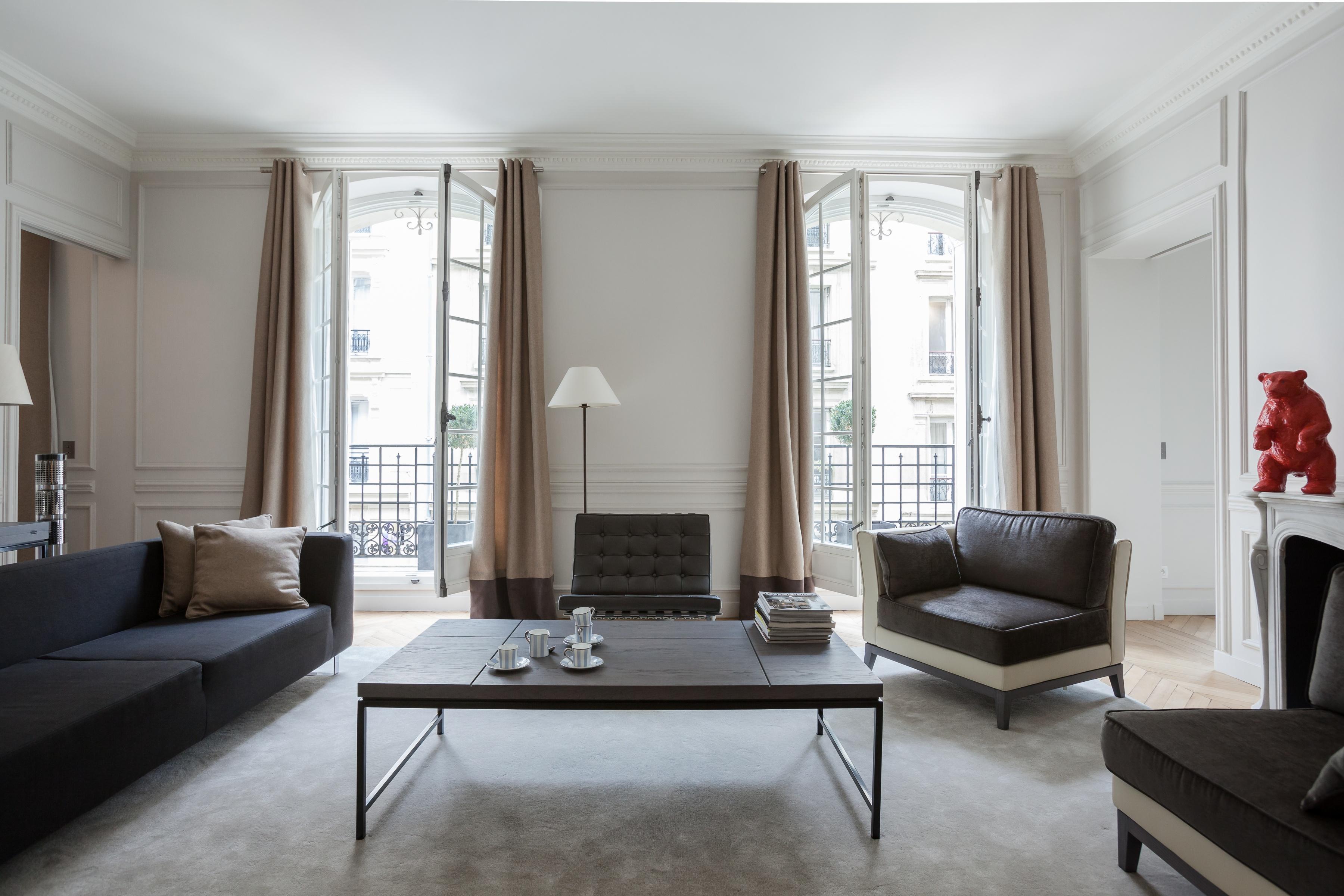 гостиная французские окна выход на балкон