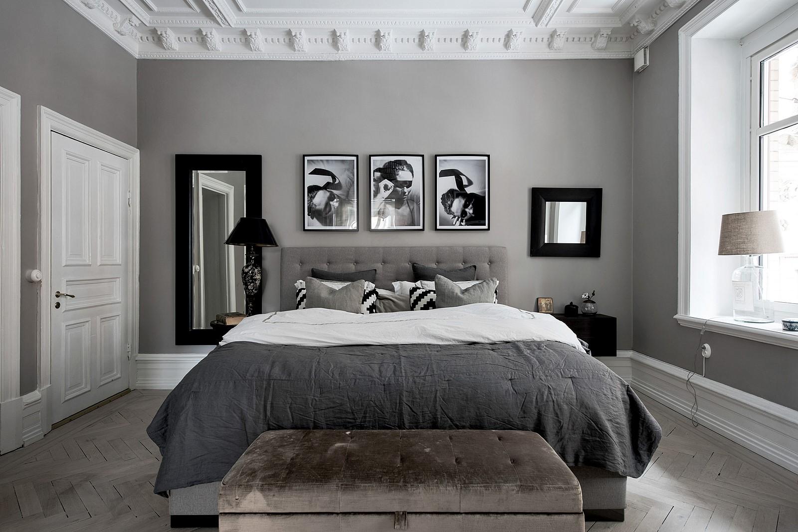 спальня потолок лепнина кровать