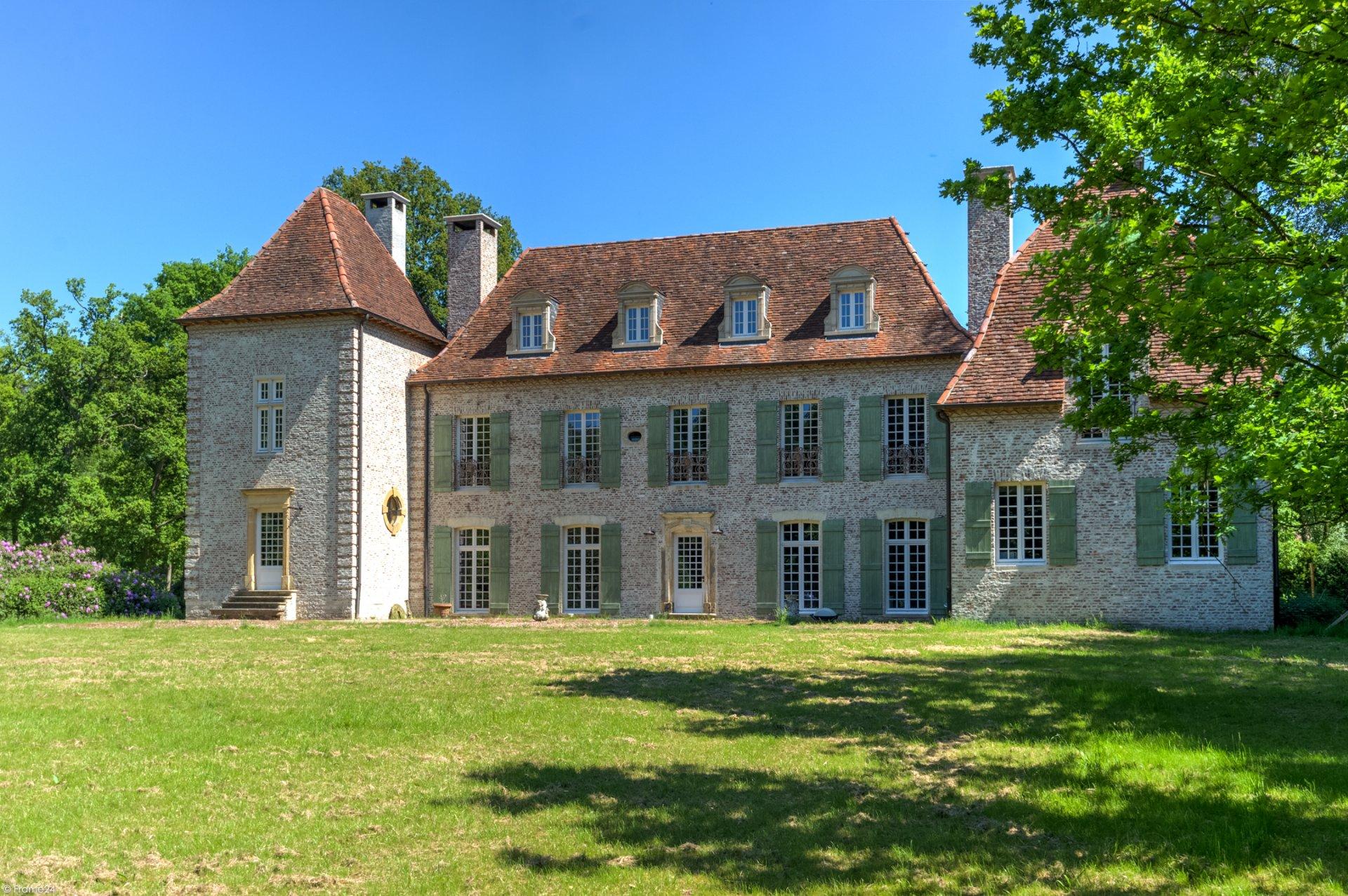 замок фасад окна мансарда