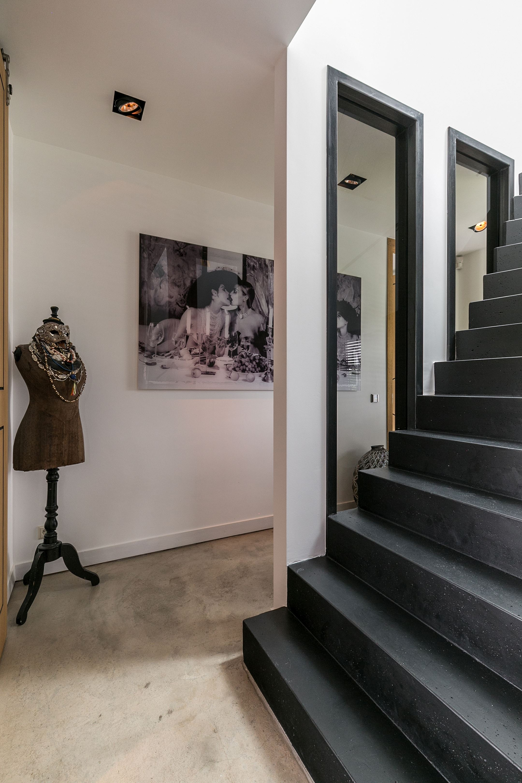 лестница коридор манекен