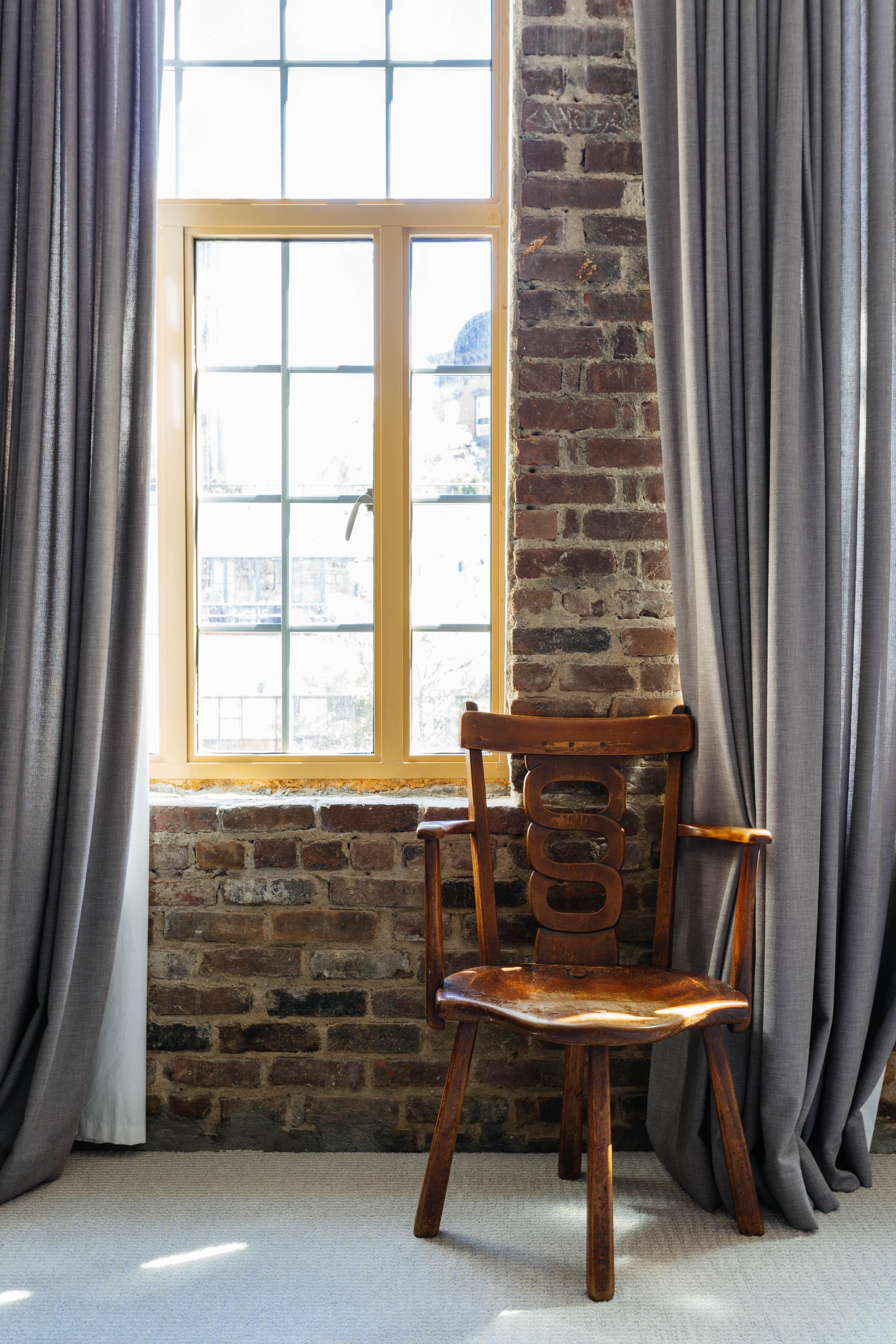 кирпич окна шторы