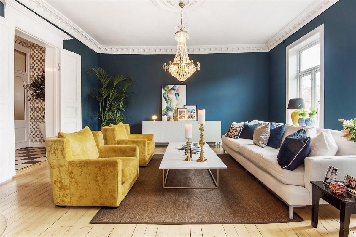 гостиная мебель комод лепнина люстра