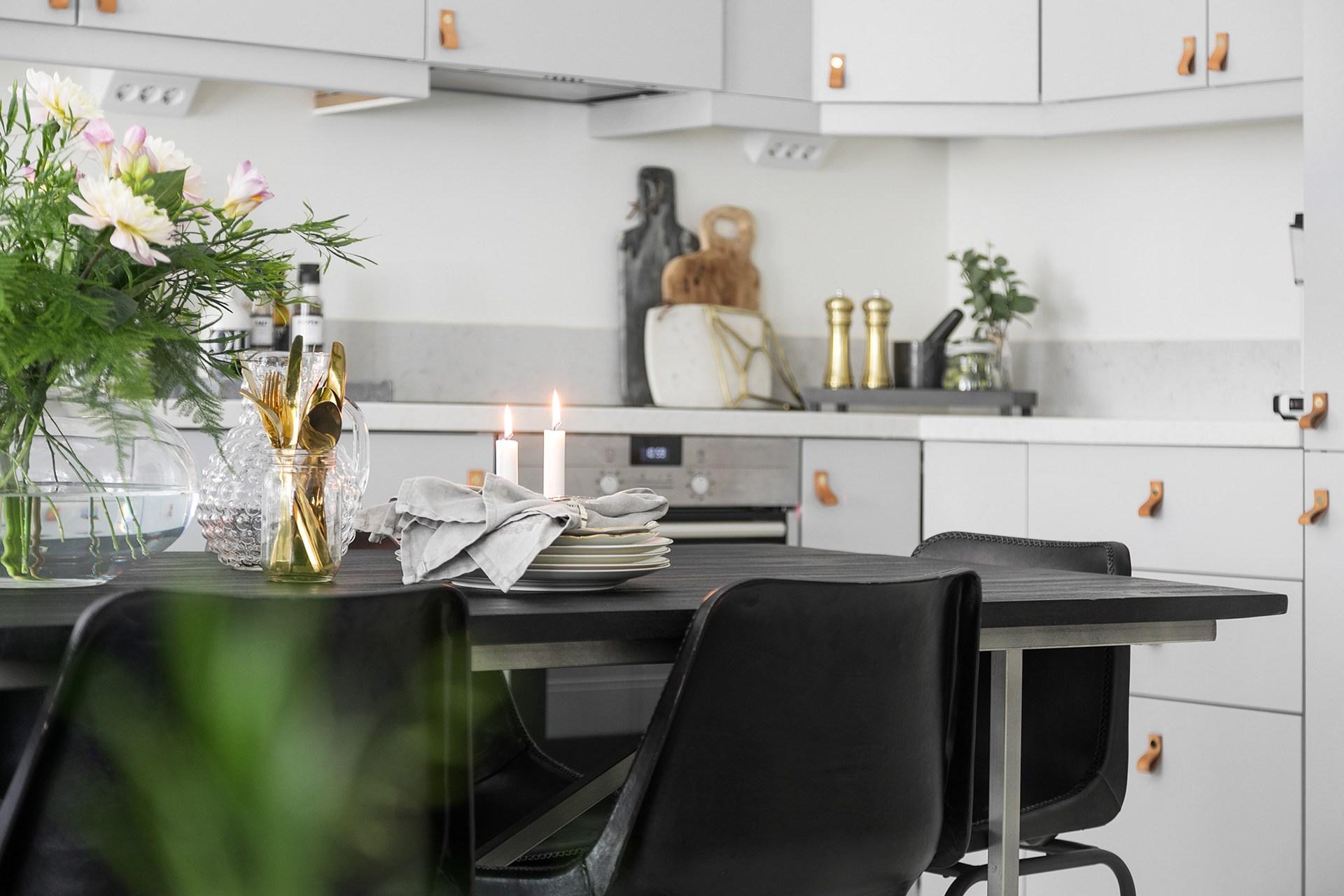 стол кухня встроенная вытяжка