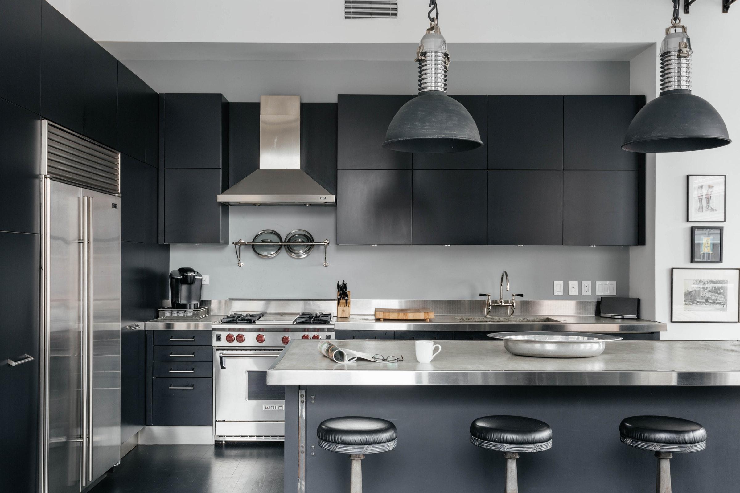 кухня остров столешница плита вытяжка