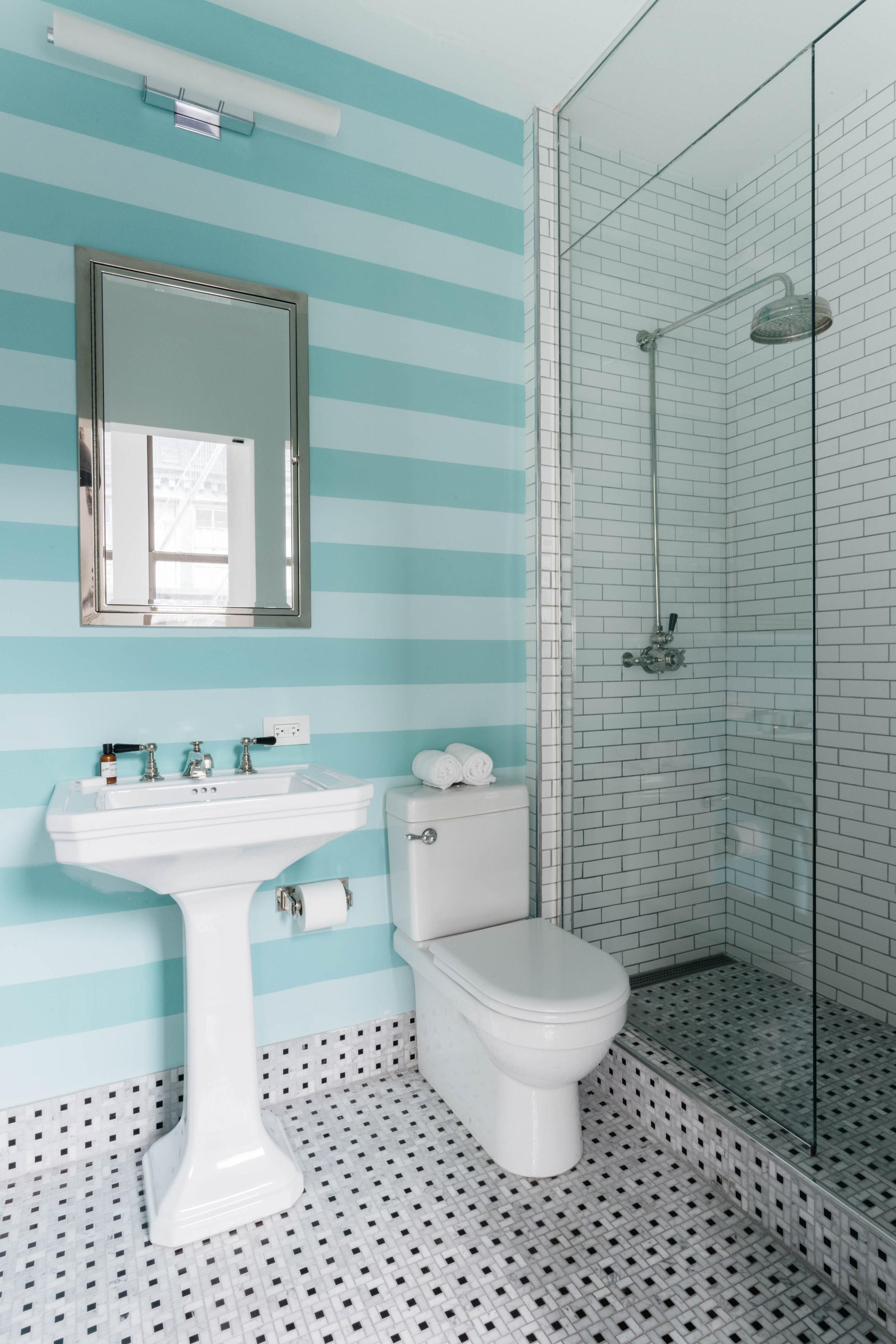 санузел раковина зеркало плитка душ
