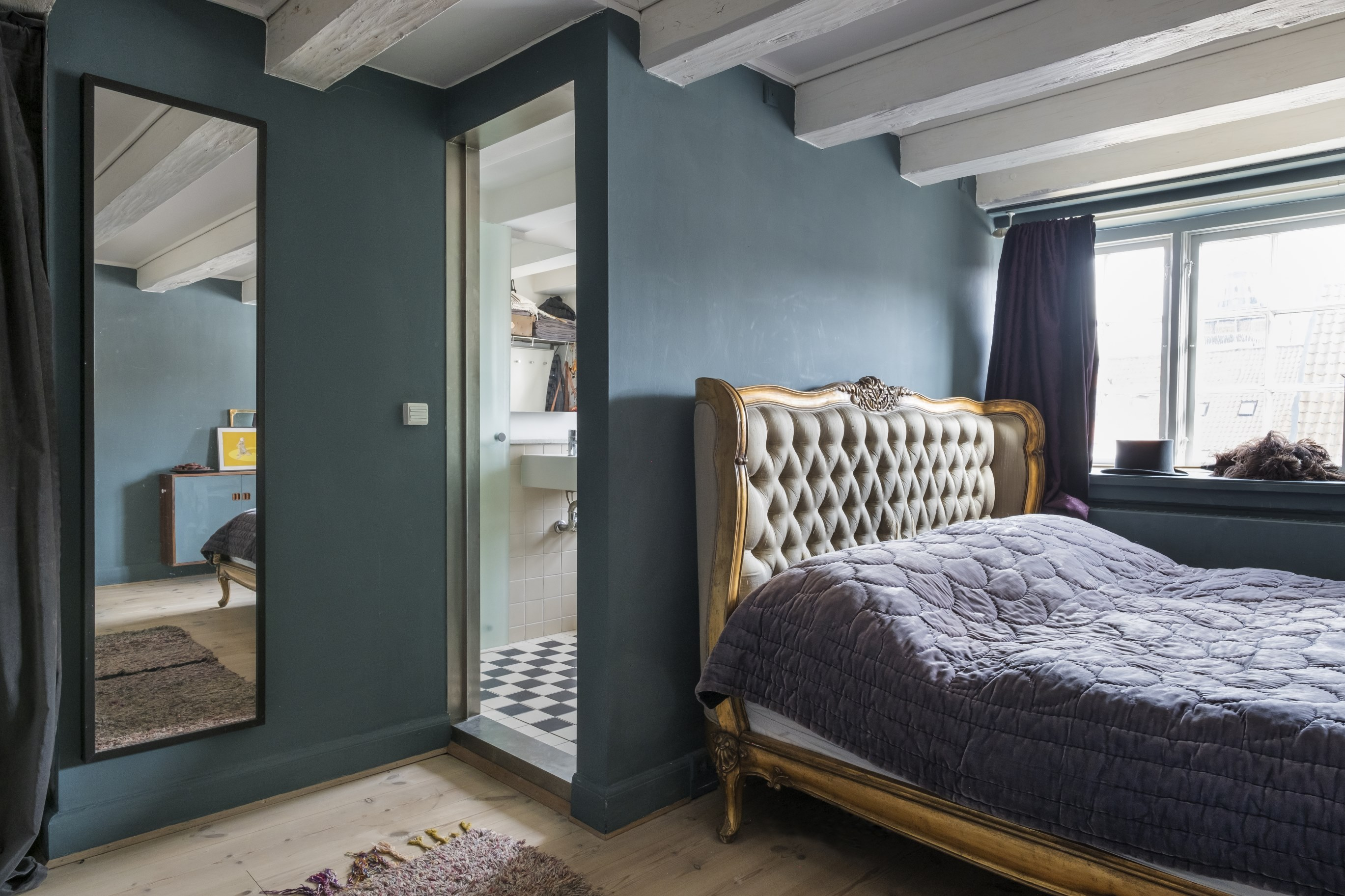 спальня кровать изголовье балки