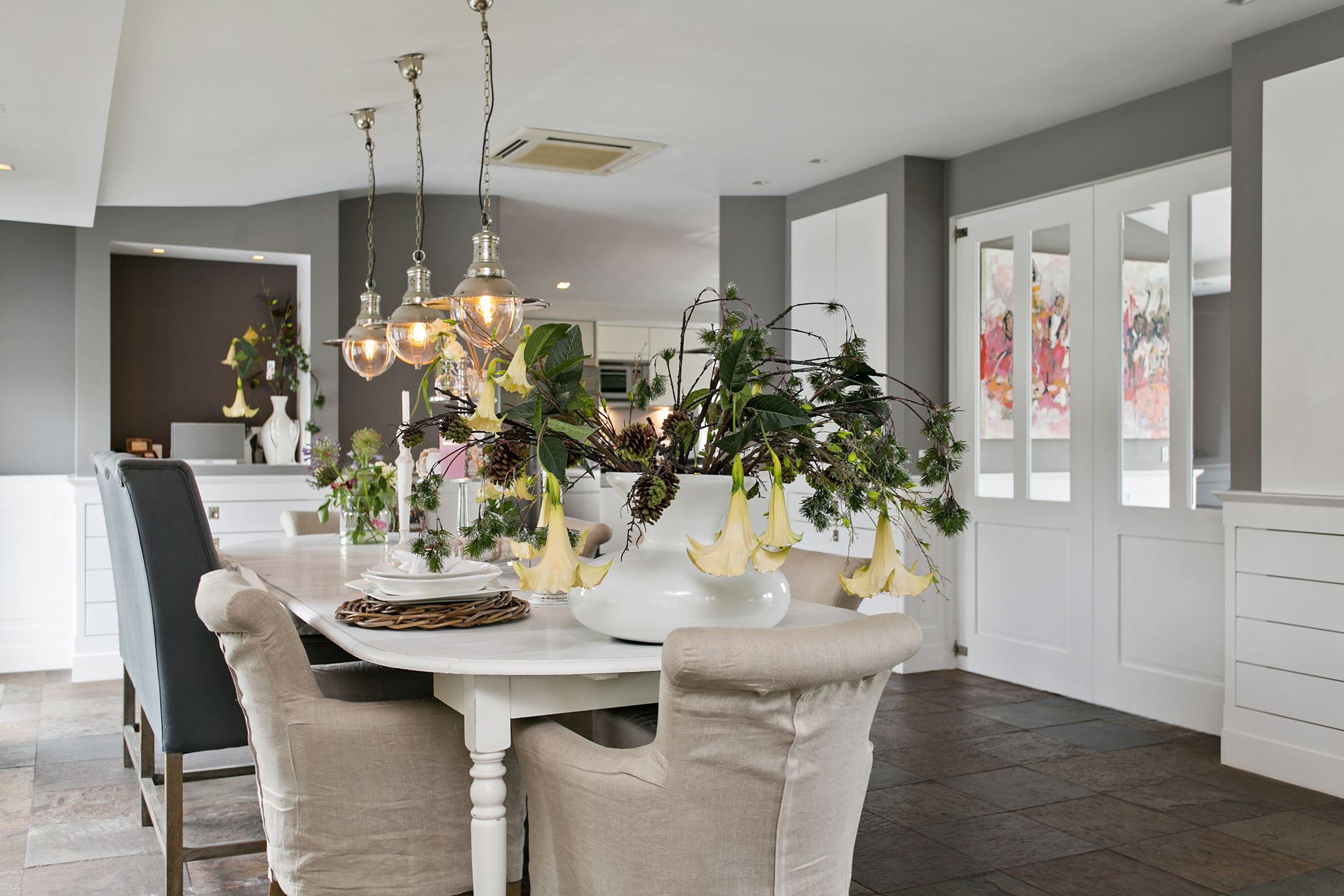 подвесные лампы над столом
