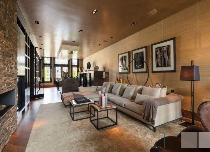 гостиная кухня диван столик картины ковер