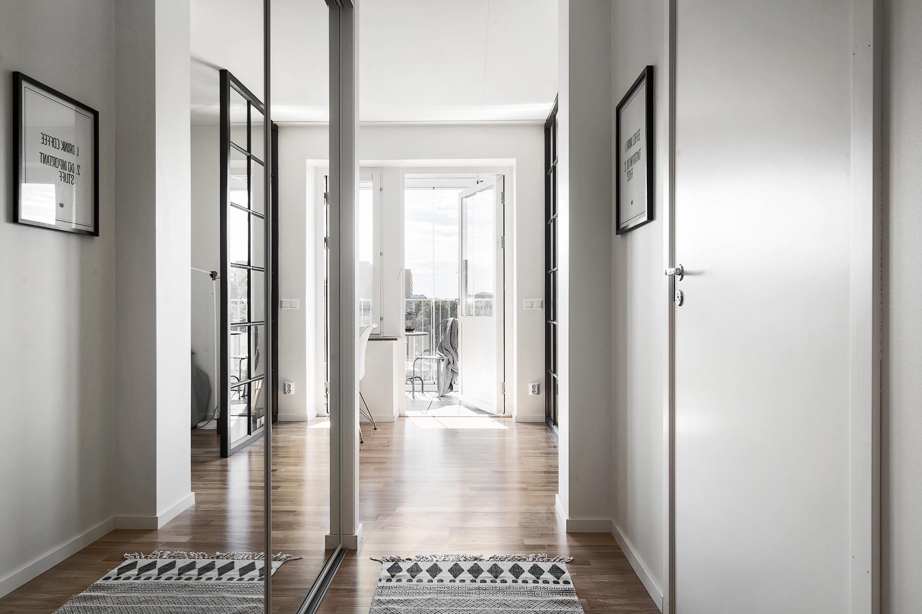 прихожая коридор зеркальный шкаф