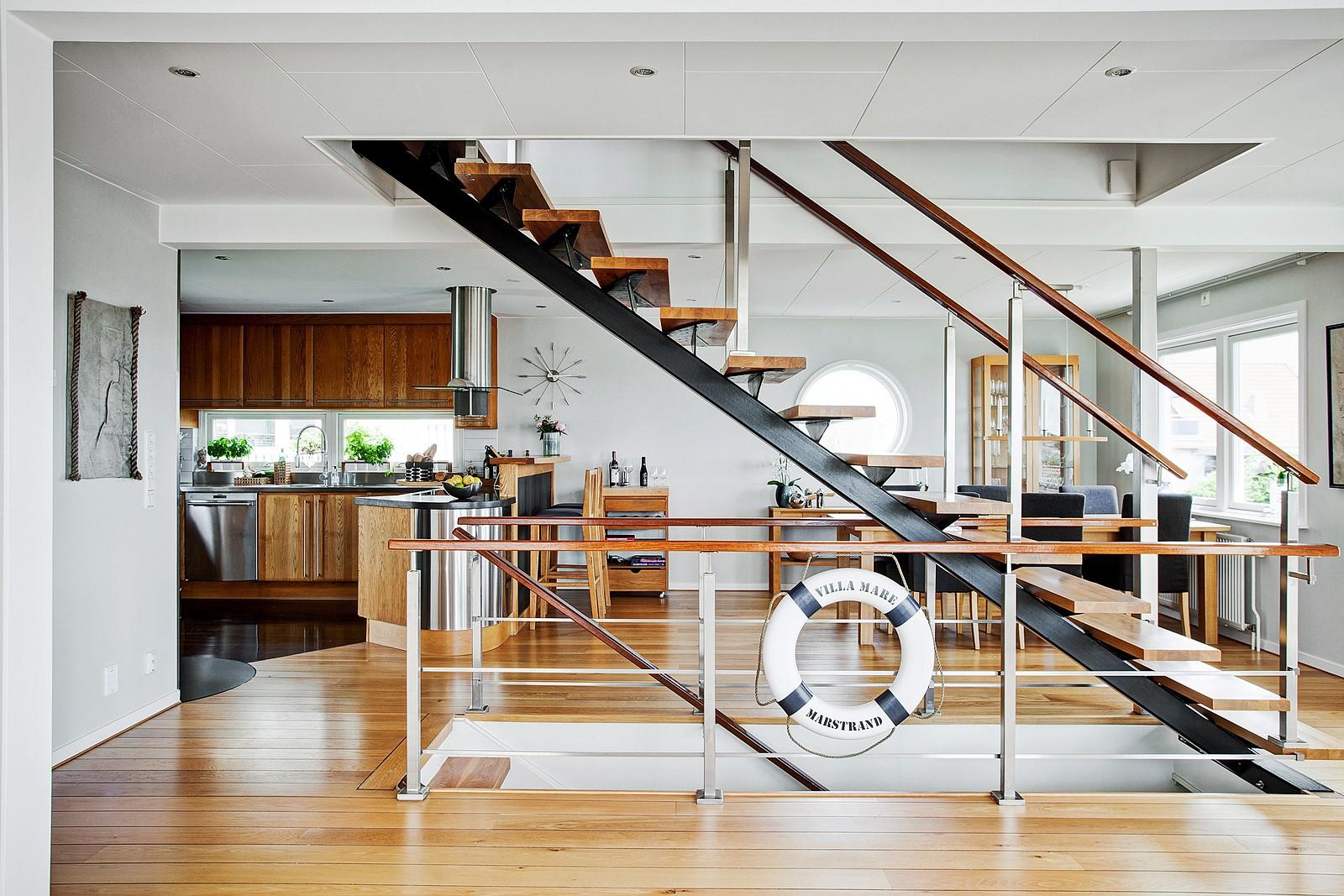 лестница кухня обеденный стол