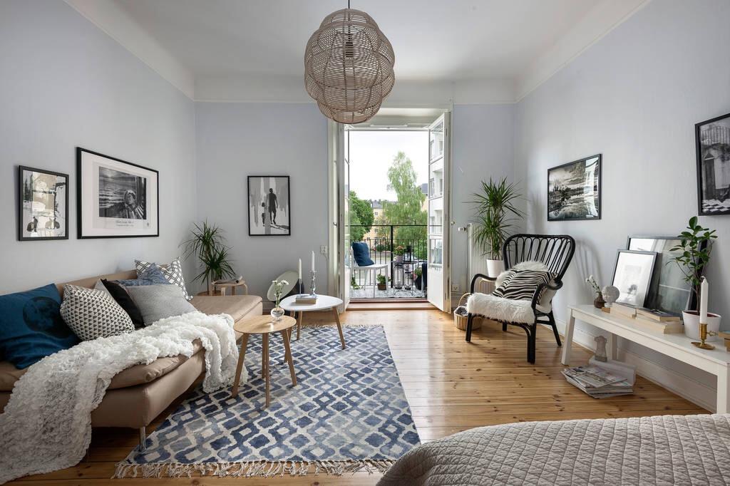 гостиная диван балкон кресло