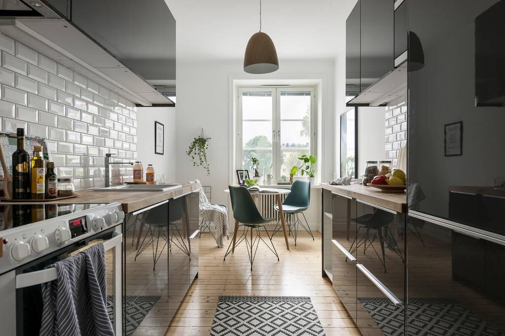 черная кухня коврик обеденный стол