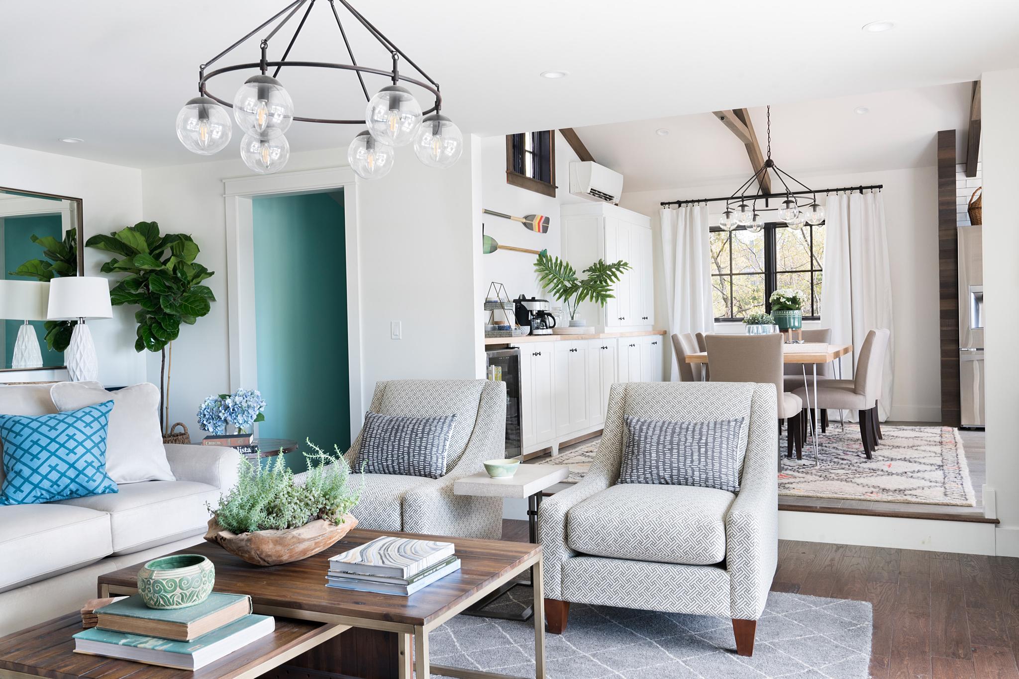 гостиная столовая мягкая мебель кресла журнальный столик
