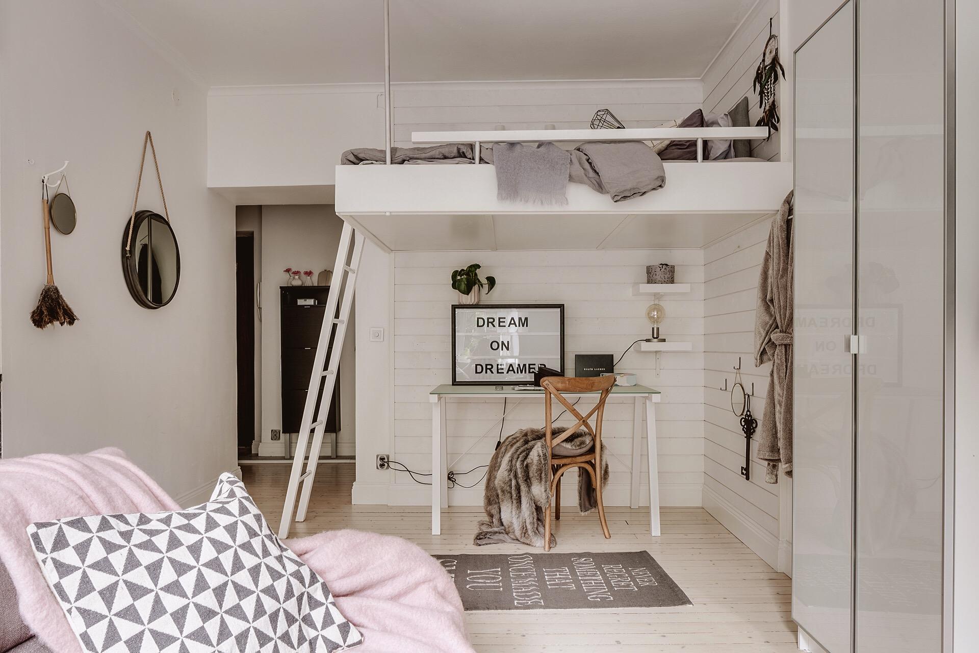 второй уровень спальня