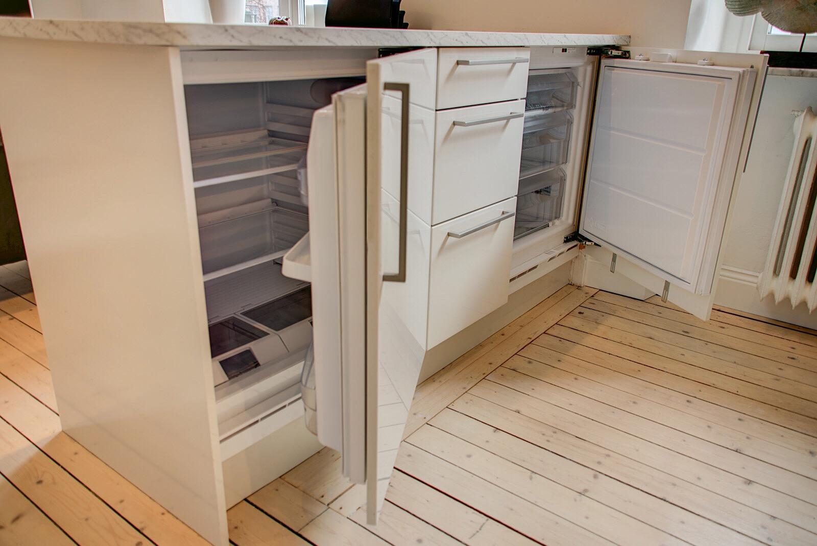 кухонный остров встроенный холодильник