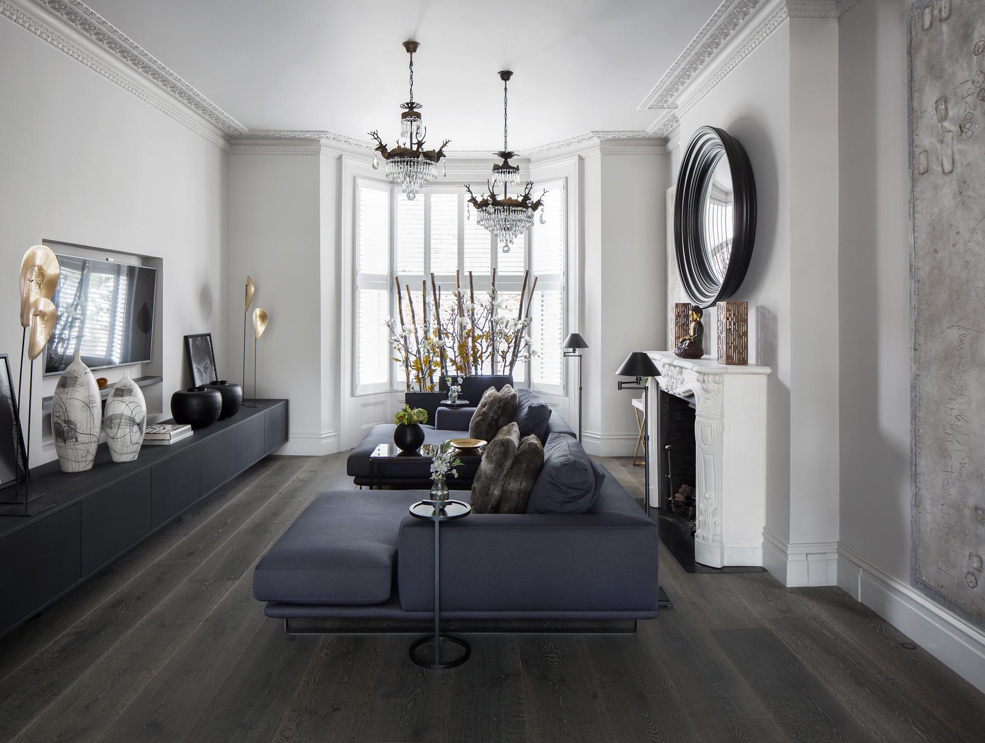 гостиная телевизор диваны люстра деревянный пол
