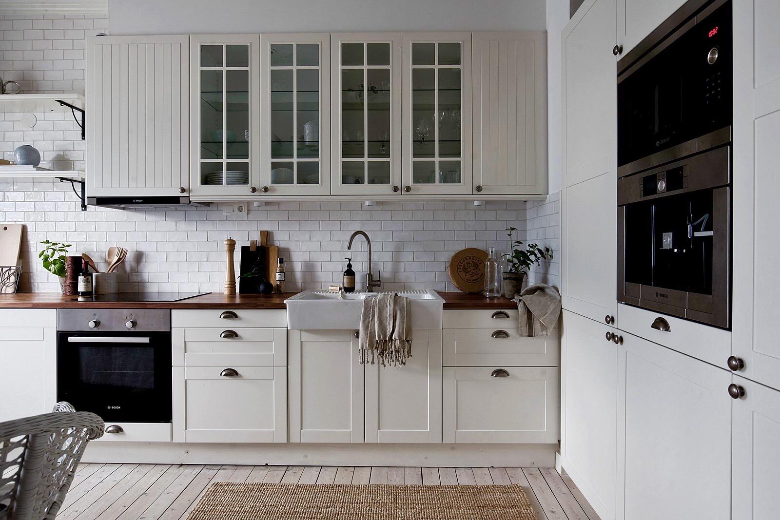 кухня накладная мойка плитка ретро кабанчик деревянный пол