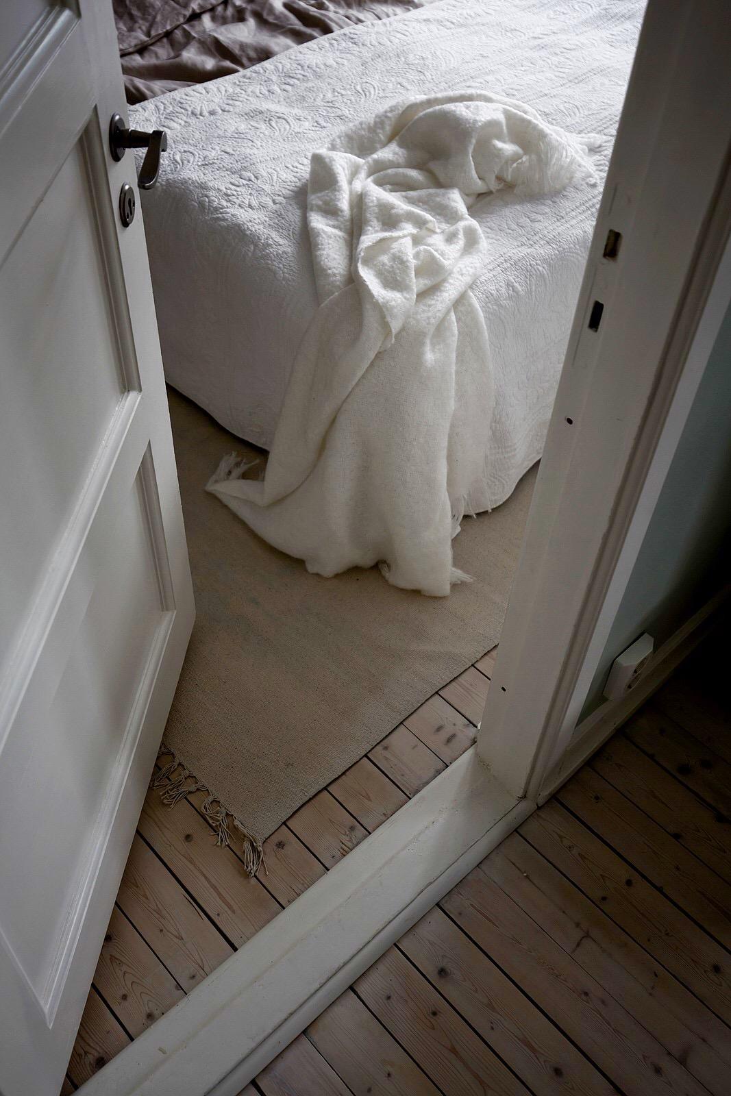 спальня дверь пол