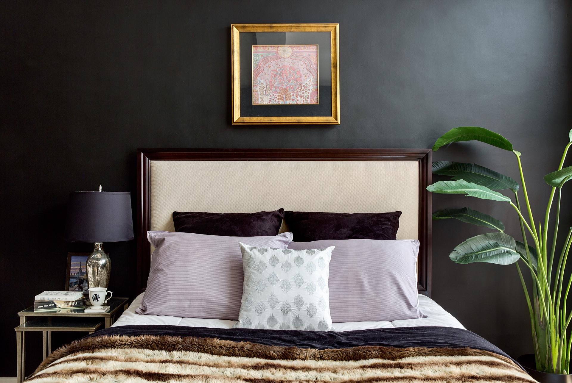кровать изголовье прикроватные столики